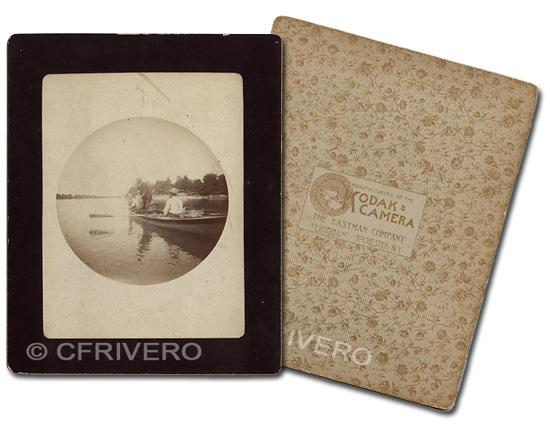 Anverso y reverso de una fotografía en el formato de los primeros positivos comercializados por kodak.