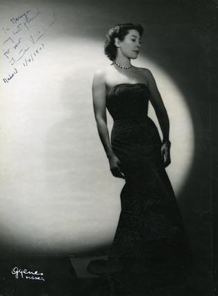 Retrato de señora por Gyenes