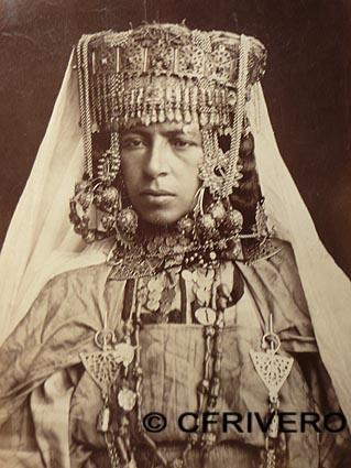 Dama bereber enjoyada. Argelia. Fotografía anónima hacia 1870