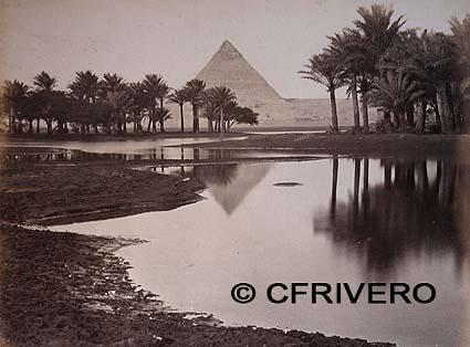 Fotografía de la Pirámide de Keops, en El Cairo desde un oasis
