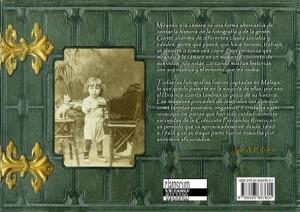 """Contraportada del libro """"Mirando a la cámara"""". Málaga, Claroscuro Ediciones, 2008"""