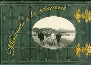 """Portada del libro """"Mirando a la cámara"""". Málaga, Claroscuro Ediciones, 2008"""