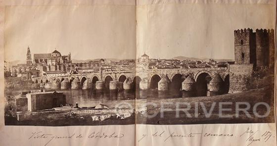 Ventura de los Reyes Corradi. Vista general de Córdoba y del puente romano. Julio/Agosto 1879. Albúmina. (Col. Fernández Rivero)