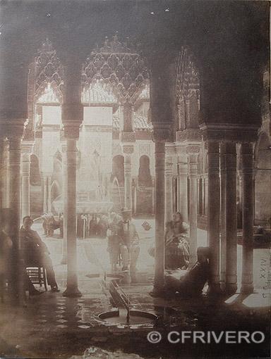 Joaquín Pedrosa. [Granada. Alhambra. Patio de los Leones]. Calotipo. 1857 (Col. Fernández Rivero)