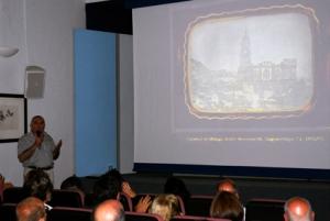 """Juan Antonio Fernández Rivero en la conferencia """"Las primeras fotografías realizadas en Málaga..."""", Ateneo. 26/6/2013 (Foto: Darío Fernández)"""