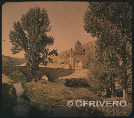 Segovia, puente y arco sobre el río Clamores, alrededor de 1910