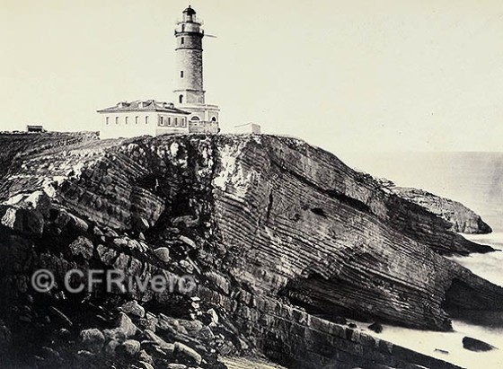 Un detalle de la fotografía realizada por Jean Lauernt en 1866/67 del Faro del Cabo Mayor, en Santander. Albúmina