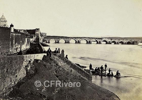 Mérida y su puente romano. Fotografía en albúmina de Jean Laurent en 1966/67. (CFRivero))