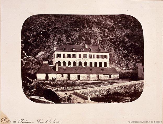 Fotografía de la casa de los baños en Panticosa, perteneciente a la Colección Castellano de la Biblioteca Nacional de España