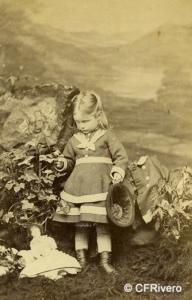 Mayall, John (1813-1901) Londres. Retrato de niña con muñeca. Carte de visite en albúmina. Ca. 1860