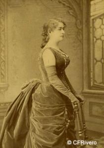 Esplugas Puig, Antonio (1852-1929) Barcelona. Retrato de la actriz María Tubau. Cabinet en albúmina. Ca. 1875