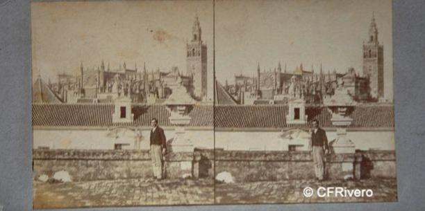 Masson, Luis León. (Activo 1858-1875) Sevilla. Catedral de Sevilla desde el Real Alcazar. Cartulina estereoscópica, albúmina. Ca. 1859
