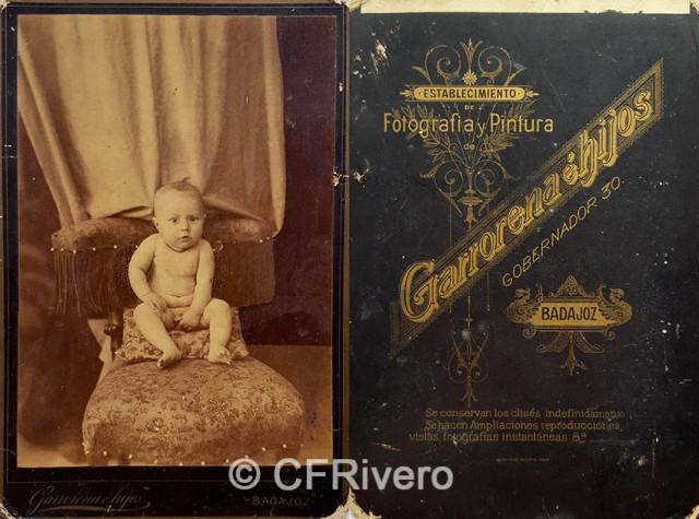 Ángel Garrorena e hijos. Retrato de un bebé. Albúmina, Badajoz, Ca. 1880