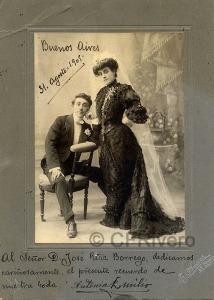 Esteban Adaro. Retrato de los novios Antonia y Emilio (actores). Santiago de Chile, 1905. Gelatina argéntica.