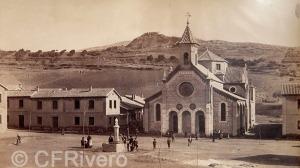 J. Laurent y Cia. Güevejar, vista de la plaza del nuevo pueblo. Güevejar (Ganada). Ca. 1890. Albúmina