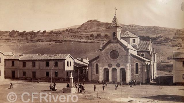 J. Laurent y Cía. Güevejar, vista de la plaza del nuevo pueblo. Güevejar (Ganada). Ca. 1890. Albúmina