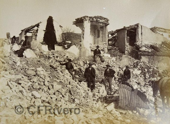 [Leonardo] Camps y Cia. Arenas del Rey, ruinas del terremoto. 1885. Gelatina de plata.