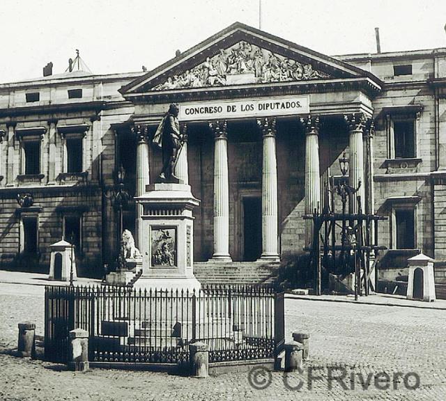 Ferrier Soulier. Madrid, monumento a Cervantes frente a las Cortes. Albúmina, 1857