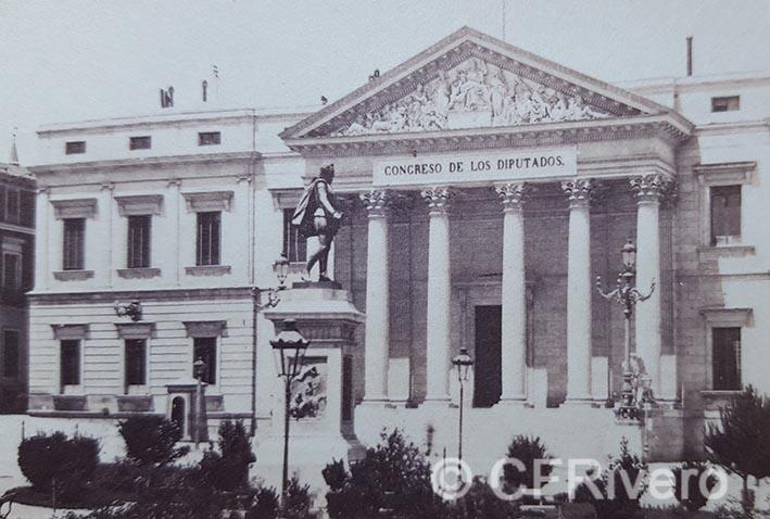 Ernest Lamy. Madrid, monumento a Cervantes frente a las Cortes. Mitad de un par estereoscópico. Albúmina. 1863