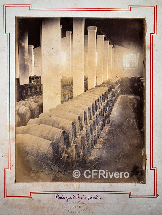 Rafael Rocafull. [Bodega Moreno Mora] Bodegas de la izquierda. Puerto de Santa María. 1870/80. Albúmina