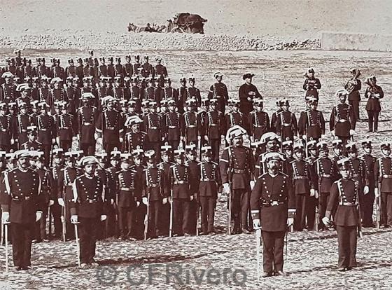 Jean Laurent y Cia. [Colegio de Guardias Jóvenes] Formación en columna (detalle). Valdemoro (Madrid), 1878. Albúmina (Col. Fernández Rivero)