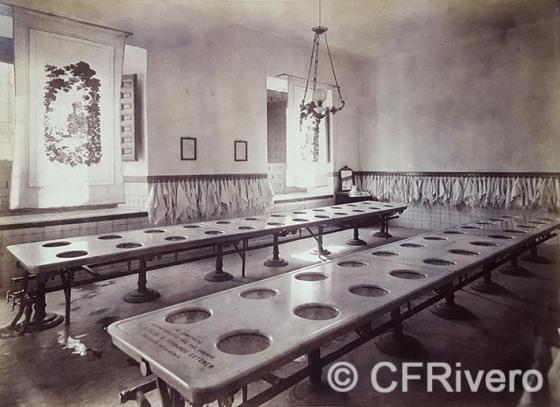 Jean Laurent y Cia. [Colegio de Guardias Jóvenes] Sala de aseo. Valdemoro (Madrid), 1878. Albúmina (Col. Fernández Rivero)
