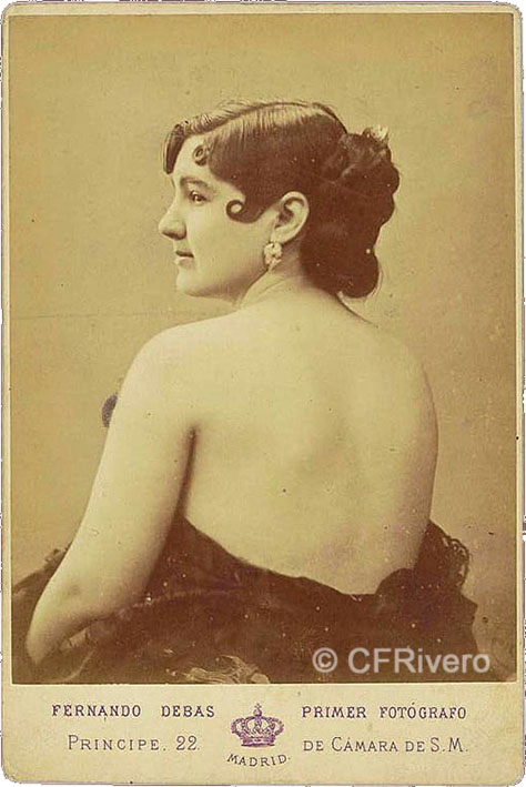 Fernando Debas. Retrato de una joven con la espalda desnuda. Madrid, ca. 1875. Cabinet en albúmina.