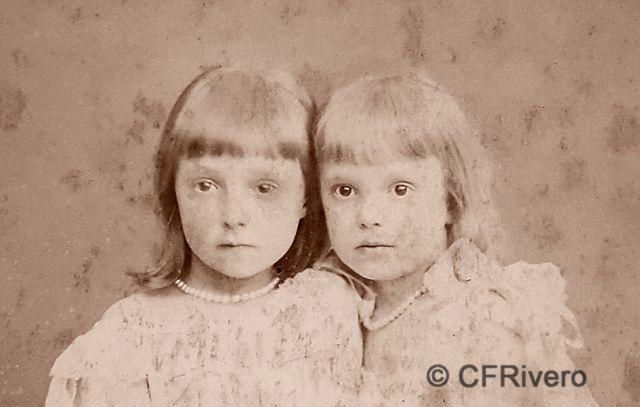 Fernando Debas. Infantas María de las Mercedes y María Teresa, hermanas de Alfonso XIII (Detalle). Madrid, ca. 1887.