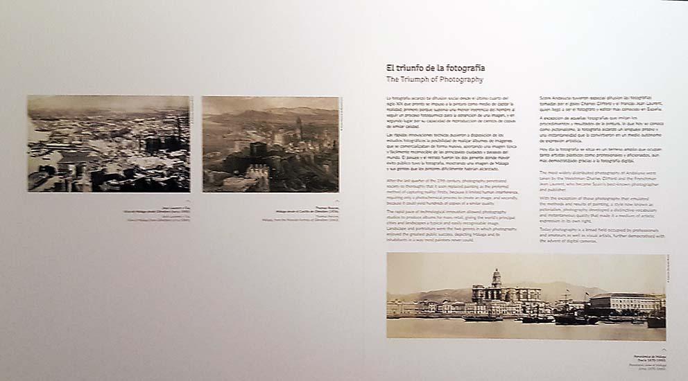 """Panel titulado """"El triunfo de la fotografía"""" en el Museo de Málaga."""