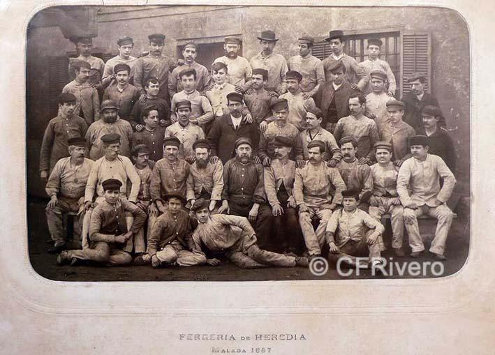 J. David. Obreros de la Ferrería de Heredia. Málaga, 1887. Albúmina sobre papel.