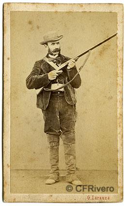 Gustave Larauza. Retrato de un cazador. Barcelona, 1865/1877. Carte de visite en albúmina.