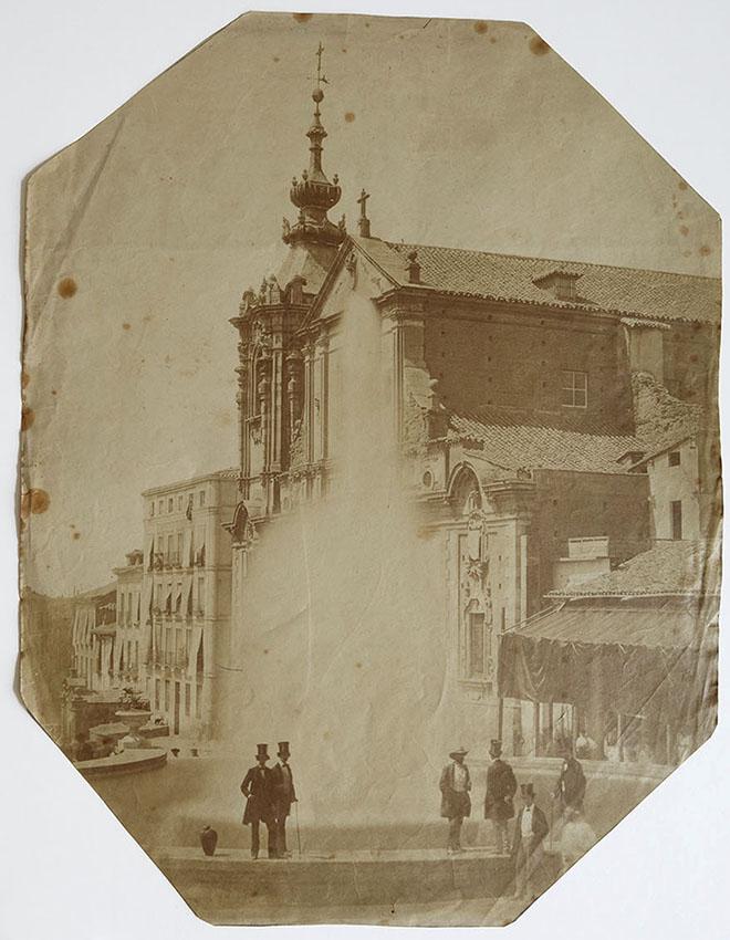 Charles Clifford. Madrid, inauguración de la primera fuente del Canal de Isabel II en la calle de San Bernardo. 24/6/1858. Albúmina. (Col. Familia Fierros)