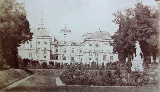 Charles Clifford. Palacio de La Granja de San Ildefonso (Segovia), fachada posterior. Ca. 1853. Papel a la sal. (Col. Familia Fierros)