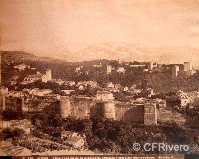 Rafael Garzón. Nº 119 Granada vista general de la Alhambra, Albaicín y murallas que lo rodean. Albúmina. Ca. 1890