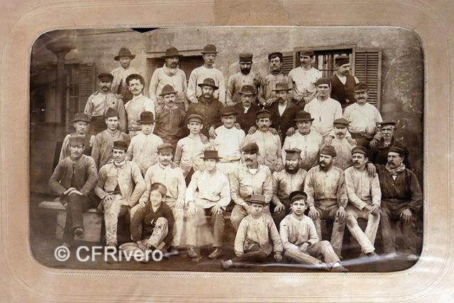 Jules David. Grupo de trabajadores de la Ferrería de Heredia. Málaga, 1887. Albúmina