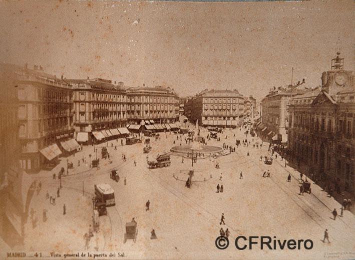 Jean Laurent. Nº 41[c], Madrid, vista general de la Puerta del Sol. 1866-70. Albúmina (CFRivero)