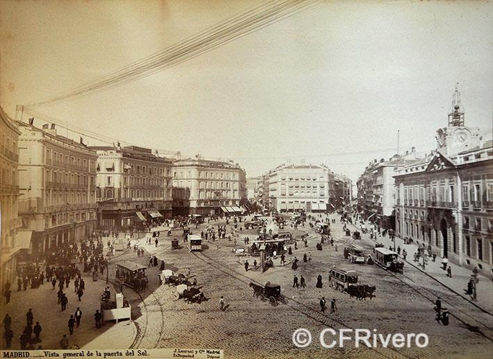Jean Laurent. Nº 41[d], Madrid, vista general de la Puerta del Sol. 1866-70. Albúmina (CFRivero)