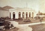 Fachada principal del palacio de la Exposición Vinícola, próximo al Palacio de Indo en Madrid. (Bodegas Toro Albalá. Aguilar de la Frontera, Córdoba)