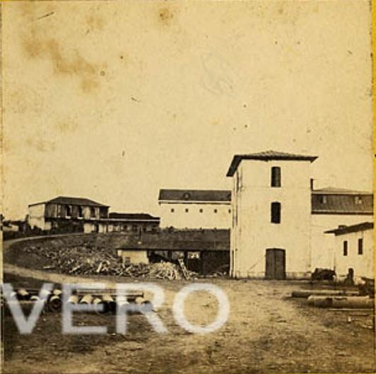 Autor desconocido. San José (Costa Rica) Fábrica Nacional de Licores, interior. Uno de los pares de una estereoscopia, c.a. 1860. Albúmina