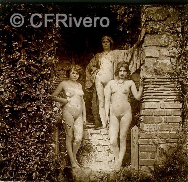 Jules Richard. Retrato de tres jóvenes mujeres en el jardín de L'Atrium. París, ca. 1910. Estereoscopia en gelatina de plata sobre vidrio.