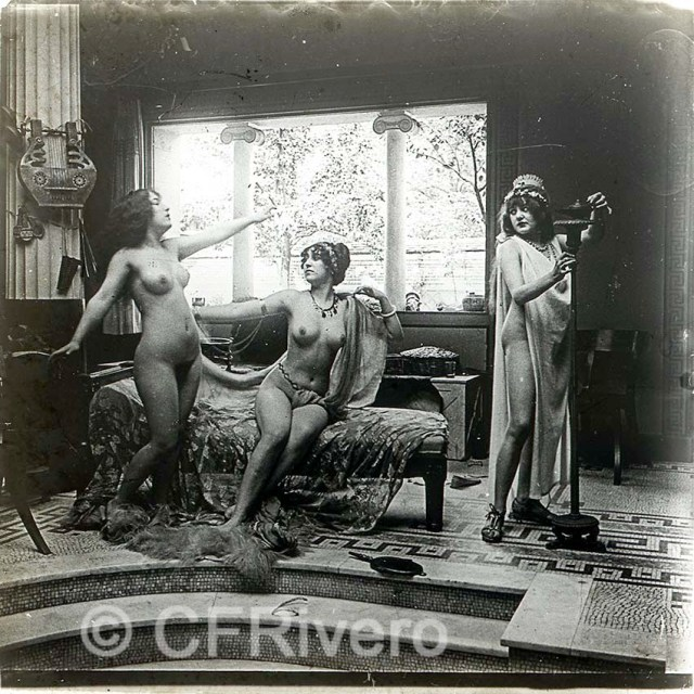 Jules Richard. Escena de desnudos en la recreación neoclásica del Atrium. París. Ca. 1910