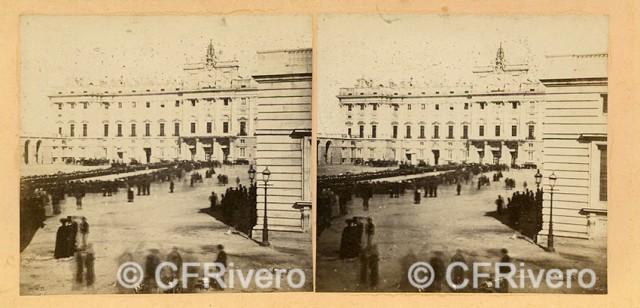"""Autor desconocido. """"Madrid, Palacio. Sortie de la Reine avec l'Imperatrice"""". 23 de octubre de 1863. Estereoscopia en albúmina. (CFRivero)"""