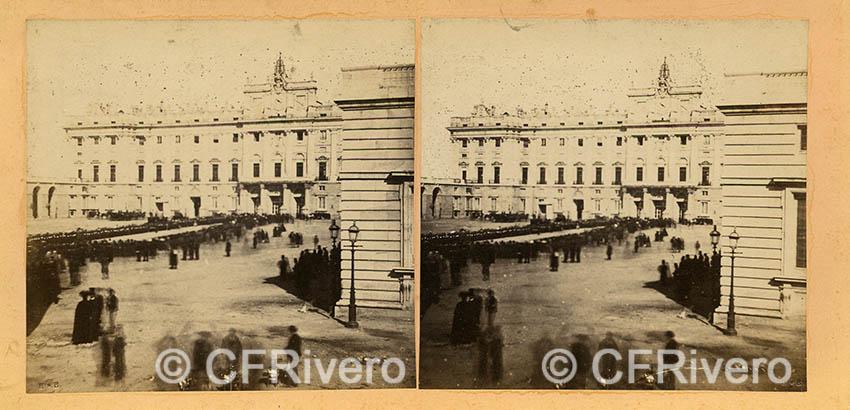 """Autor desconocido. """"Madrid, Palacio. Sortie de la Reine avez l'Emperatice"""". 23 de octubre de 1863. Estereoscopia en albúmina. (CFRivero)"""