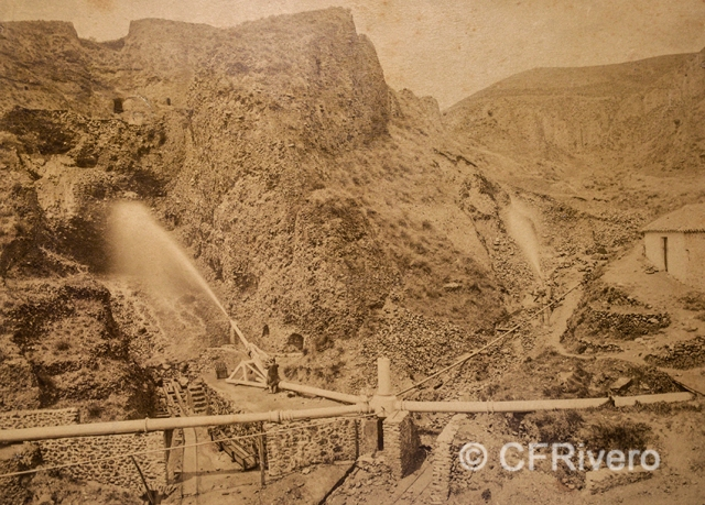 Edmond Guillemin-Tarayre. Chantier d'attaque hydraulique ... Granada, Mina del Hoyo de la Campana. 1888. Albúmina (CFRivero)