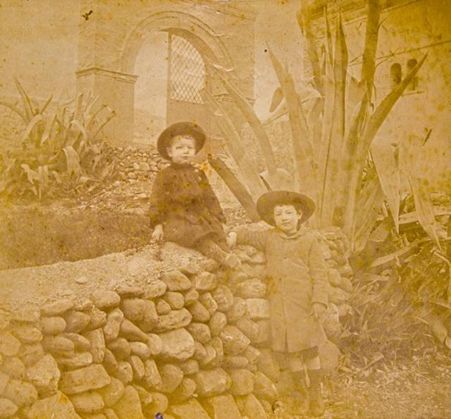 Edmond Guillemin-Tarayre. Jean et André a l'entré de La Lancha route de la Sierra de Grenade. Granada. 1880. Albúmina (CFRivero)