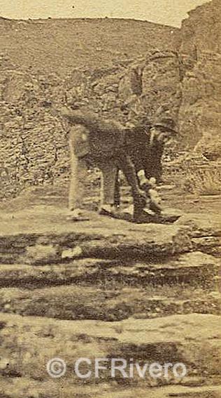 José Spreáfico. Una broma en el Monte Hacho de Álora. Álora (Málaga). 1870. Estereoscopia en Albúmina (CFRivero)