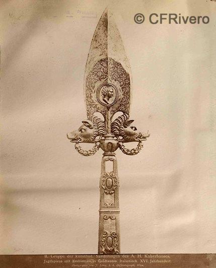 Josef Löwy. Lanza de caza con incrustaciones de oro del Siglo XVI. 1880d. Albúmina (CFRivero)