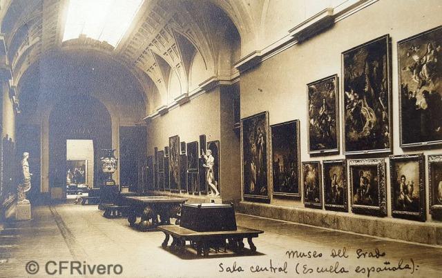 Hauser y Menet. Madrid, Museo del Prado, Sala Central, Escuela Española [lado sur]. ca. 1930. Tarjeta Postal en impresión fotomecánica (CFRivero)