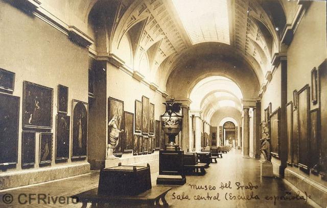 Hauser y Menet. Madrid, Museo del Prado, Sala Central, Escuela Española [lado norte]. ca. 1930. Tarjeta Postal en impresión fotomecánica (CFRivero)