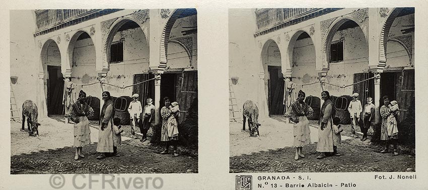 Joan Nonell fot., José Codina ed. Granada, S. I. Barrio Albaicín, patio. Ca. 1935. Estereoscopia en gelatina de plata. (CFRivero)